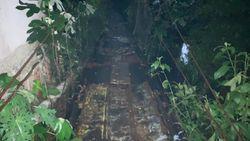 Warga Harap Jembatan Gantung Lapuk di Srengseng Sawah Diperbaiki