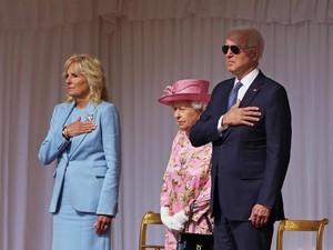 Bertemu Ratu Elizabeth II, Gaya Joe Biden Pakai Aviator Langgar Protokol