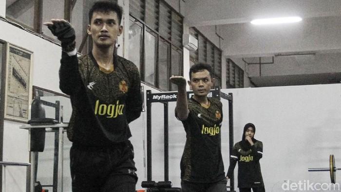 Sejumlah atlet pencak silat Puslatda Provinsi D. I. Yogyakarta berlatih untuk persiapan Pekan Olahraga Nasional (PON) XX di Yogyakarta.