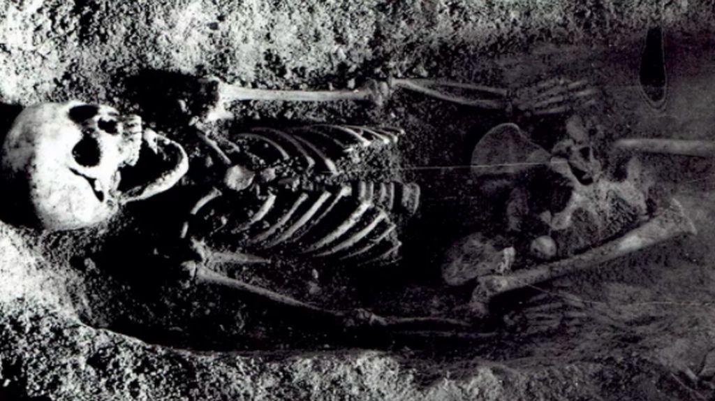 Misteri Gadis Dikubur dengan Burung Kutilang di Mulutnya