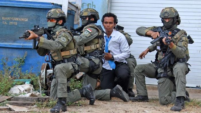 latihan bersama marinir Indonesia dan AS pembebasan sandera
