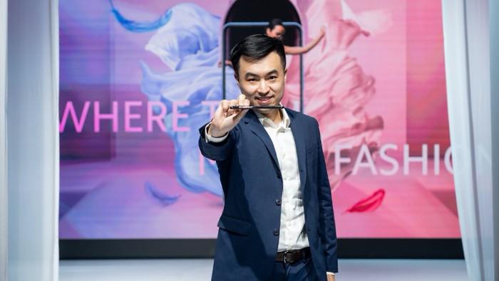 Alvin Tse saat meluncurkan Xiaomi Mi 11 Lite