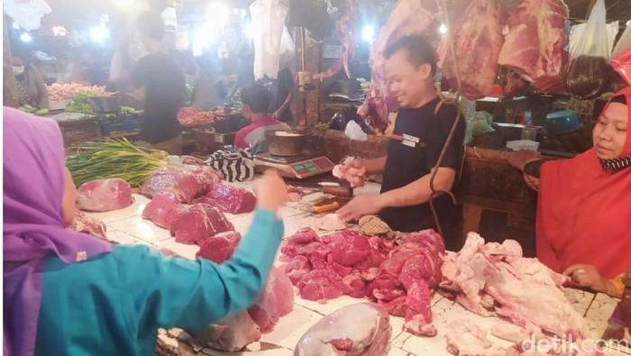 Pedagang Daging Sapi di Pasar Induk Cianjur