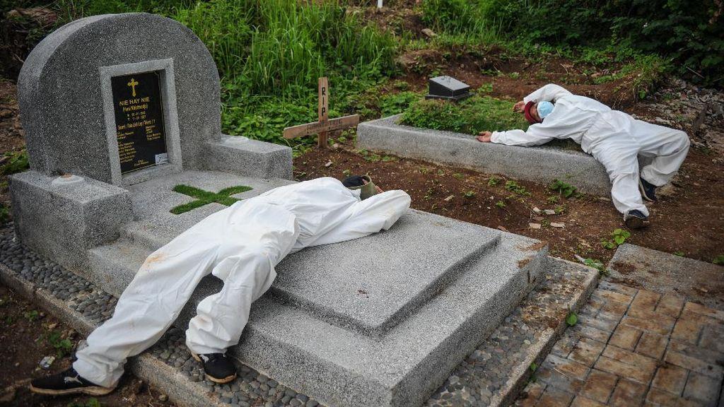 Petugas Pemakaman COVID-19 di Bandung Kewalahan