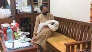 Bayi Perempuan Masih Hidup Ditemukan Terbuang di Teras Rumah Ponorogo
