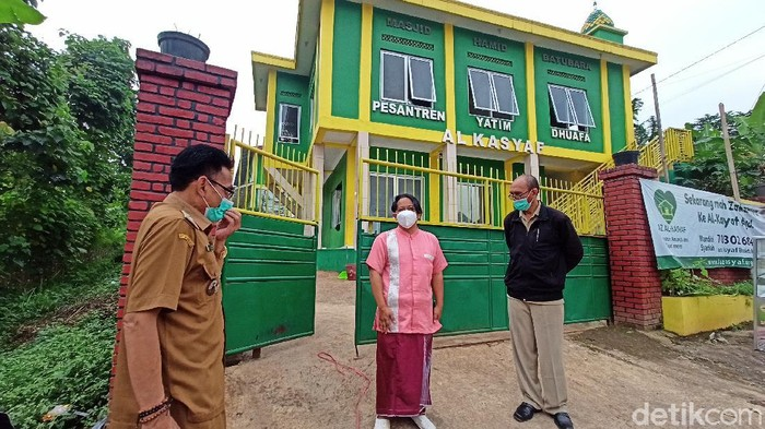 Ponpes Kabupaten Bandung lockdown imbas puluhan santri positif Corona.