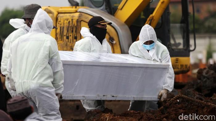 TPU Rorotan menjadi tempat untuk memakamkan korban COVID-19 di Jakarta. Jadi hanya yang ber-KTP DKI Jakarta yang bisa dimakamkan di TPU Rorotan.