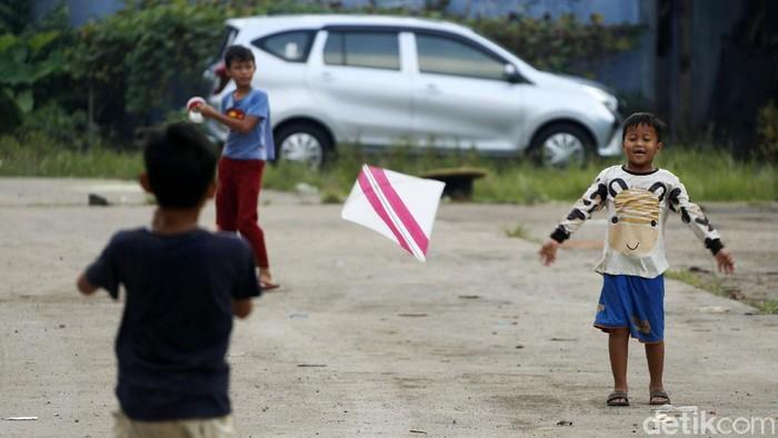 Di tengah gempuran gadget dan permainan digital, ternyata permainan tradisional masih digemari anak-anak di Jakarta Timur. Begini keseruannya.