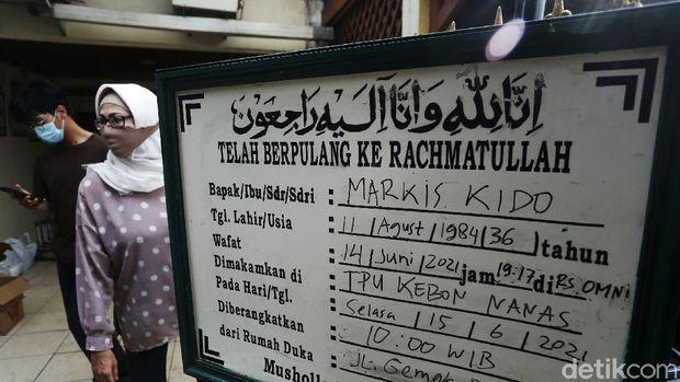 Mantan Pemain Bulutangkis Nasional Markis Kido meninggal dunia ketika bermain bulutangkis di GOR Petrolin, Tangerang, Senin (14/06). Jenazah disemayamkan di rumah duka di Jalan Gemak B149, RT.003/RW.009, Kelurahan Jaka Setia, Kecamatan Bekasi Selatan Kota Bekasi.