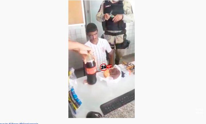 Tertangkap di Hari Ultah, Polisi Beri Kue hingga Cola untuk Pencuri Ini