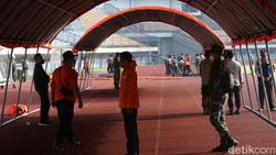 Stadion Gelora Bandung Lautan Api (GBLA) dipersiapkan jadi lokasi vaksinasi COVID-19 massal. Rencananya 5 ribu warga akan disuntik vaksin Corona besok.