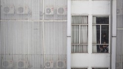 Kasus COVID-19 di berbagai wilayah Indonesia kembali menanjak. Di Kabupaten Tangerang, jumlah keterisian tempat tidur di rumah karantina COVID-19 pun penuh.