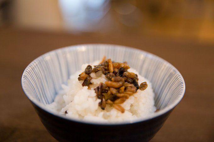 Ekstrem! Rice Bowl Ini Lauknya Cicak Panggang dan Belatung