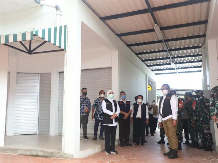 Kasus COVID-19 di Bangkalan, Madura terus naik. Tercatat, ada 599 kasus COVID-19 aktif di Bangkalan.