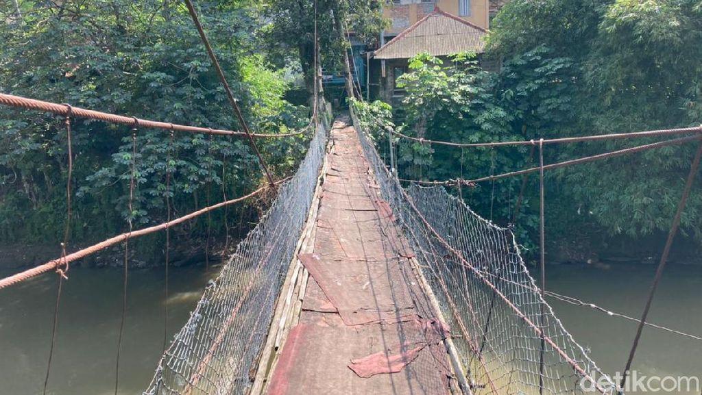 Begini Rasanya Menapaki Jembatan Gantung Indiana Jones Srengseng Sawah