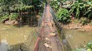 Jembatan Gantung Srengseng Sawah Pernah Bikin Orang Kejeblos