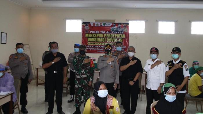 Kampung Tangguh Bersih Narkoba didirikan di Nganjuk. Kampung ini diharapkan bisa menjadi tameng pengadang peredaran narkoba di pedesaan.