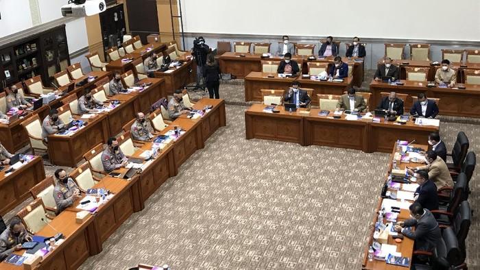 Kapolri Jenderal Sigit rapat perdana bersama Komisi III DPR RI