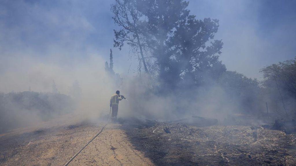 Israel Gempur Gaza Usai Serangan Balon Api, Kematian Corona di AS 600 Ribu