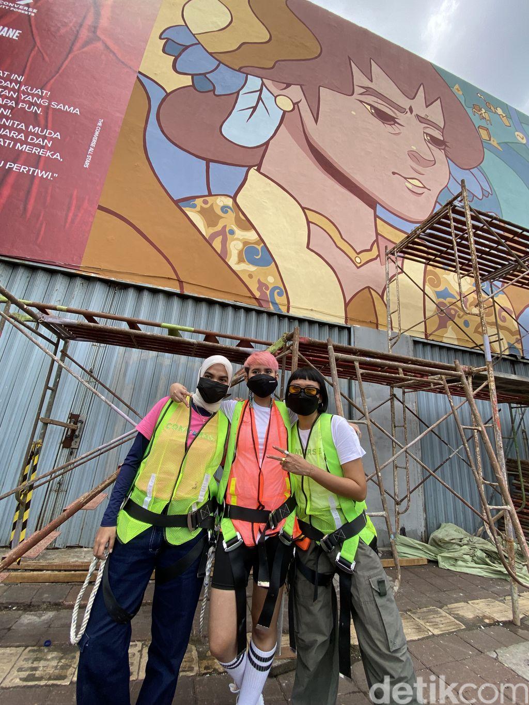 Converse gandeng Shane Tiara, Cut Lakeisha Salsabila Pradhanitya, dan Vita K. Suradji untuk membuat mural bertema keseteraan gender.