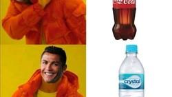 Meme Kocak Ronaldo Singkirkan Botol Coca Cola