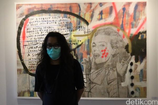 Traveler yang mau lihat karyanya tetap harus menjalankan protokol kesehatan dengan menggunakan masker, ya. (Wisma Putera/detikcom)