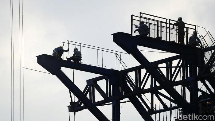 Kejar target untuk beroperasi di tahun 2022 mendatang, proyek kereta cepat Jakarta-Bandung, terus dikebut pembangunannya. Salah satunya di kawasan Jatibening, Kota Bekasi.