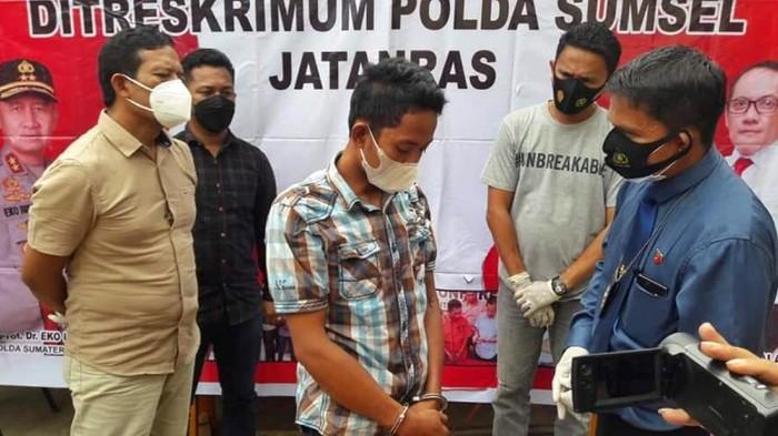 Polisi tangkap pria siram air keras ke wanita idaman di Palembang (M Syahbana-detikcom)