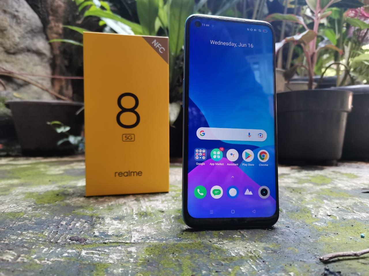 HP Realme 8 5G yang diluncurkan di Indonesia pada 16 Juni 2021. HP ini merupakan HP 5G dengan harga terjangkau.