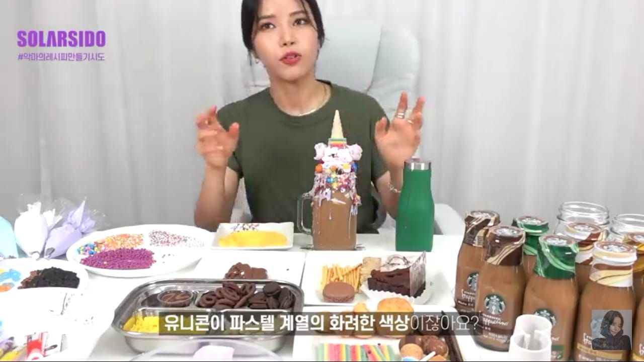 Gagalkan Diet, Solar 'MAMAMOO' Mukbang Frappuccino 10 Ribu Kalori!