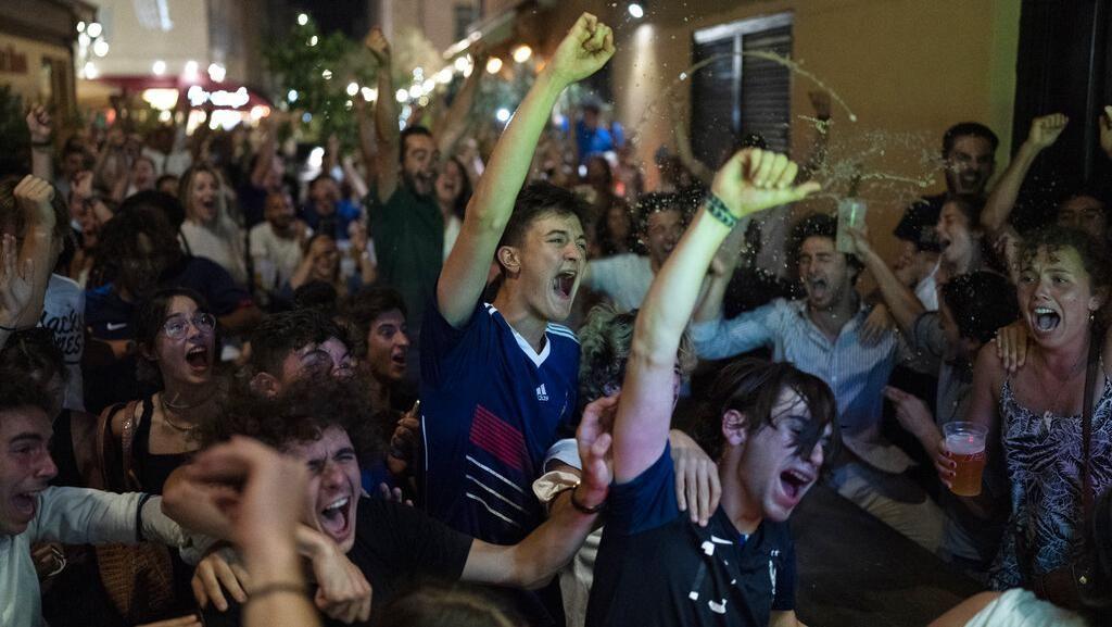 Sorak Sorai Fans Prancis Kala Menang Lawan Jerman di Euro 2020