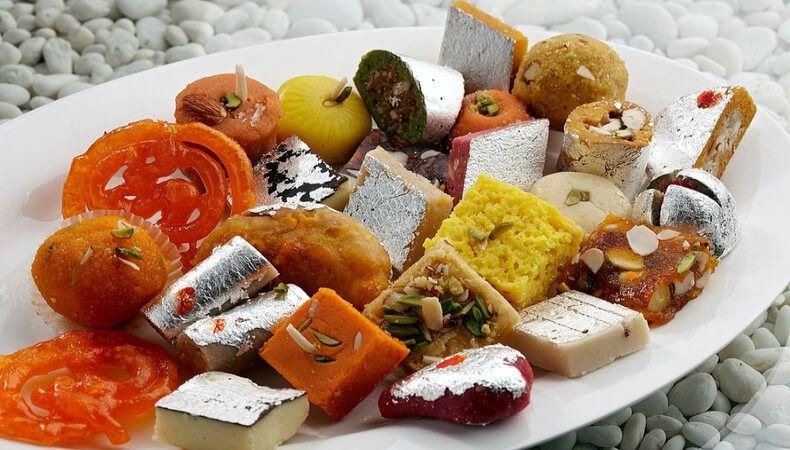 Tak Mau Makan dari Tangan Istri, Pengantin Ini Lempar Makanan di Pelaminan
