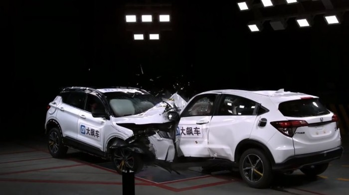 Uji Tabrak Honda HR-V Vs Mobil China