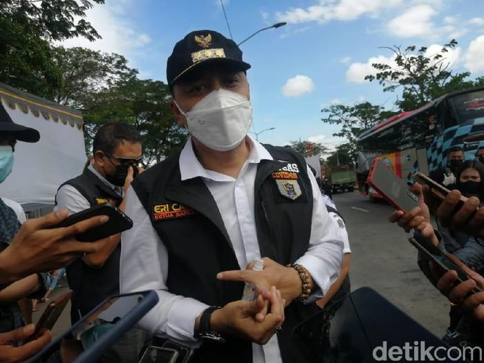 Atas kesepakatan bersama, arah Bangkalan jadi prioritas dalam penyekatan di Suramadu sisi Surabaya. Test COVID-19 akan terus dilakukan.