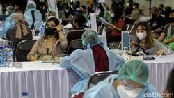 Yogyakarta gencar melakukan vaksinasi COVID-19 massal. Hal itu dilakukan sebagai upaya untuk mencegah kian meluasnya penyebaran virus Corona di kawasan tersebut