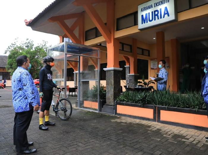 Asrama di Badan Pengembangan Sumber Daya Manusia Daerah (BPSDMD) Semarang dipakai sebagai asrama Corona, Kamis (17/6/2021).
