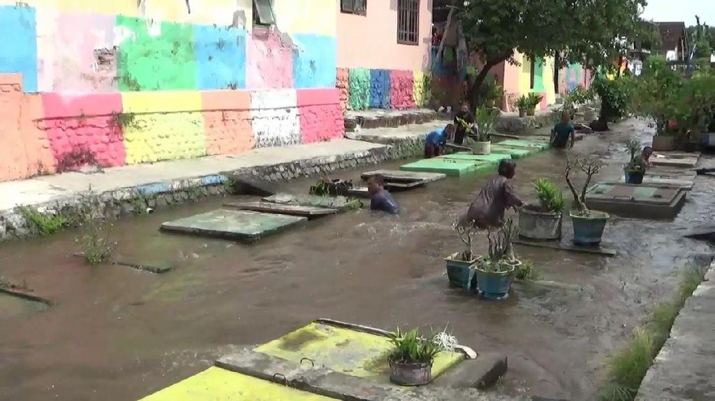 Balita di Lumajang Tewas Terseret Arus Sungai Saat Ambil Bola