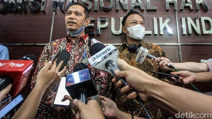Wakil Ketua KPK Nurul Ghufron mewakili pimpinan KPK menjelaskan mengenai polemik tes wawasan kebangsaan (TWK) ke Komnas HAM.