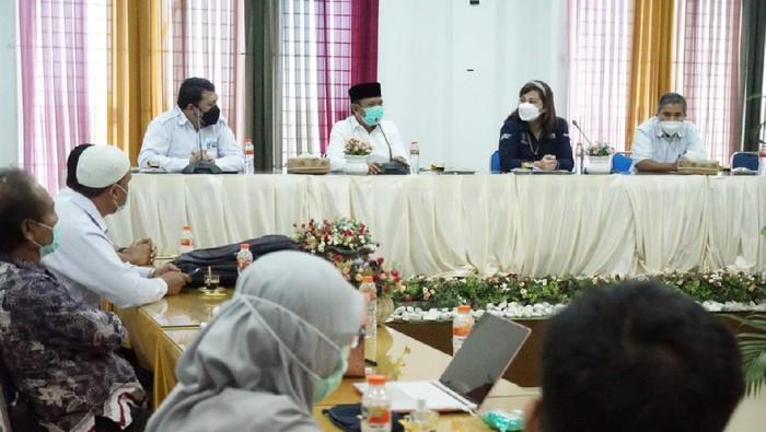 Bupati Aceh Besar, Mawardi Ali dan utusan Kemenkes (dok. Pemkab Aceh Besar)
