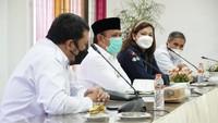 Suasana Saat Bupati Aceh Besar Tegur Utusan Kemenkes Tak Berjilbab