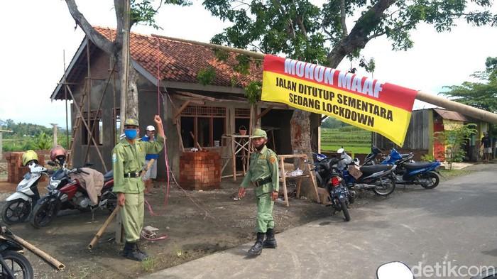 Desa Manduraga di Purbalingga, Jawa Tengah, yang menerapkan lockdown setelah 20 warganya positif Corona, Kamis (17/6/2021).
