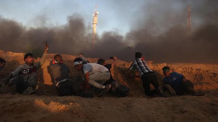 Gaza kembali memanas. Israel membalas serangan balon api yang dilontarkan Hamas dengan serbuan jet tempur.