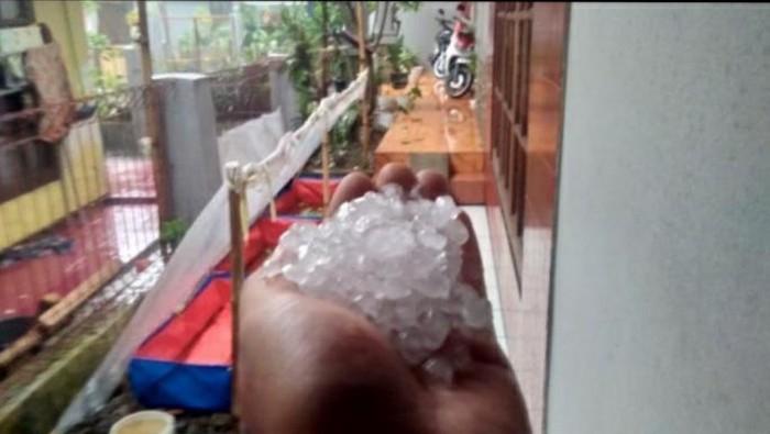 Hujan es di Kabupaten Bandung