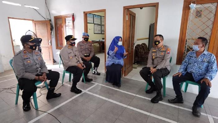 Ini Cara Polisi Percepat Vaksinasi COVID-19 di Jombang