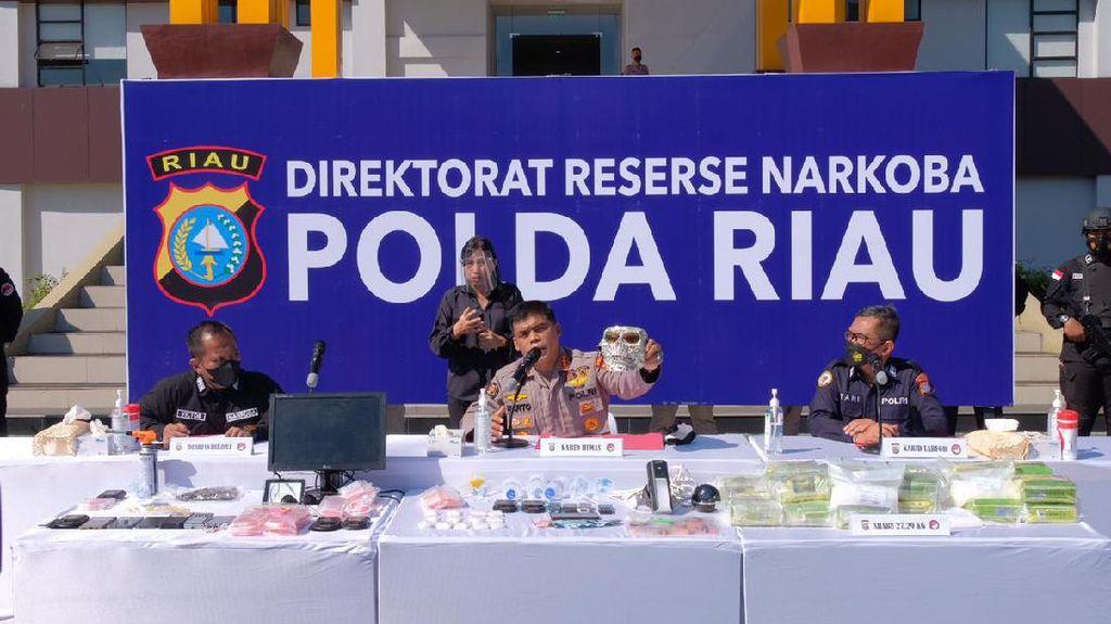 Gerebek Kampung Narkoba, Polda Riau Tangkap Bandar Berjuluk Ratu Narkoba
