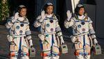 Momen China Luncurkan 3 Astronaut ke Luar Angkasa