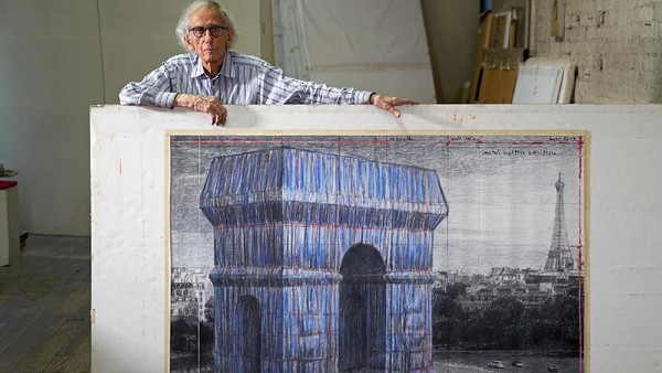 Ide tersebut dicetuskan oleh seniman terkenal Christo dan istrinya Jeanne.Sayang, pandemi membuat proyek tertunda dan Christo meninggal dunia pada Mei 2020 (Christo And Jeanne-Claude Foundation)