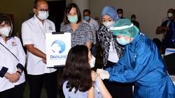Pemerintah Indonesia telah mengizinkan pelaksanaan Vaksinasi Gotong Royong bagi pelaku usaha atau industri agar ekonomi Indonesia segera pulih.