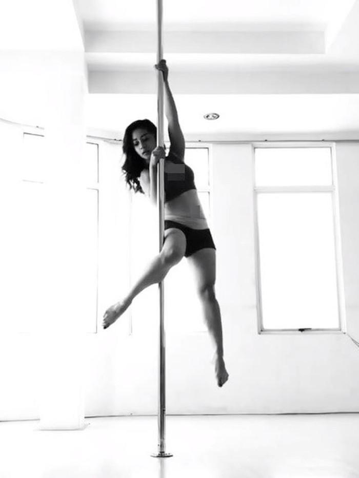 artis pole dance