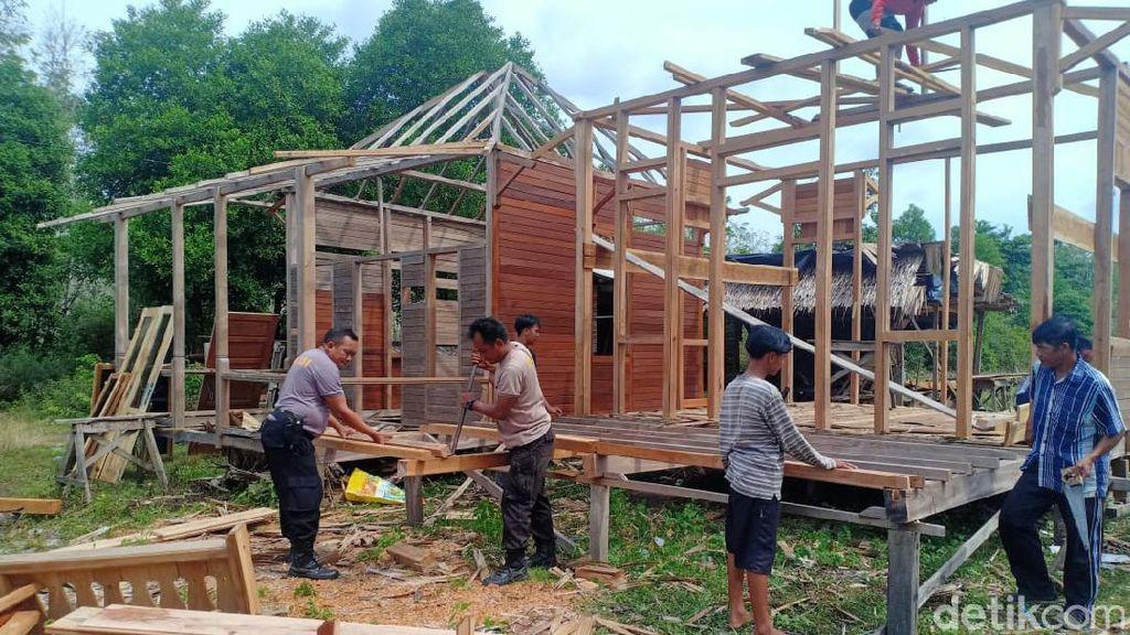 Polisi Dirikan Rumah untuk Pasutri Lansia 7 Tahun Tinggal di Kandang Ayam
